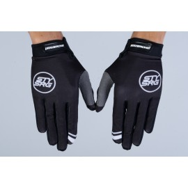 Stay Strong 2021 Staple 2 Glove Black